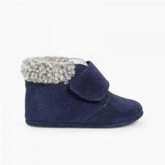 1Scarpe neonato scamosciate con bordo agnellino