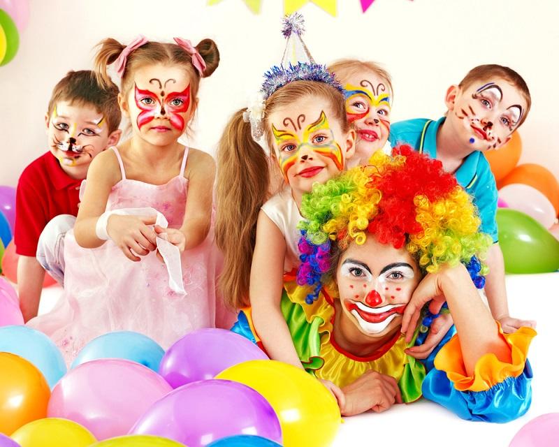 Prepara la tua propria festa mascherata per i tuoi figli!
